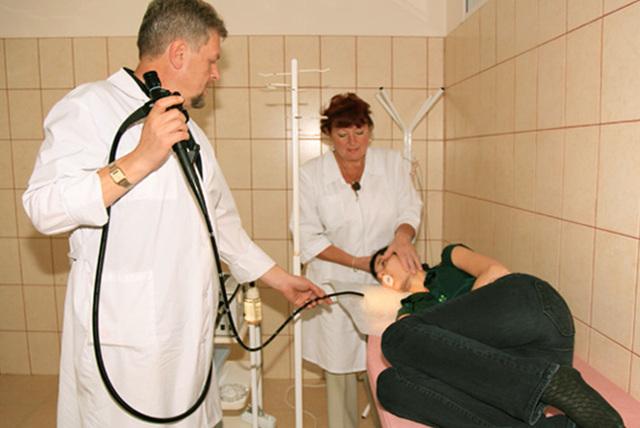 Язва двенадцатиперстной кишки: симптомы и лечение язвенной болезни луковицы 12-перстной кишки, особенности проявления, признаки у женщин и мужчин, как вылечить