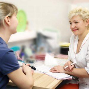 Колющая боль в правом подреберье: причины, тревожные симптомы, диагностика и профилактика