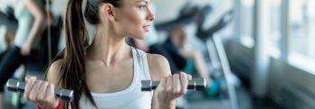 Упражнения с резинкой для спины и осанки