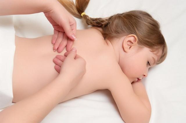 Массаж при сколиозе у детей школьного и младшего возраста: техника выполнения в домашних условиях