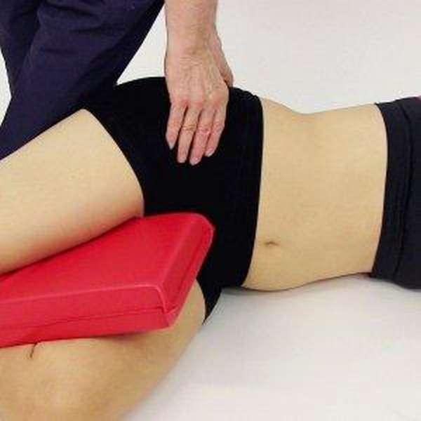 Что делать при боли в бедре, отдающей в ногу: способы лечения и народная медицина