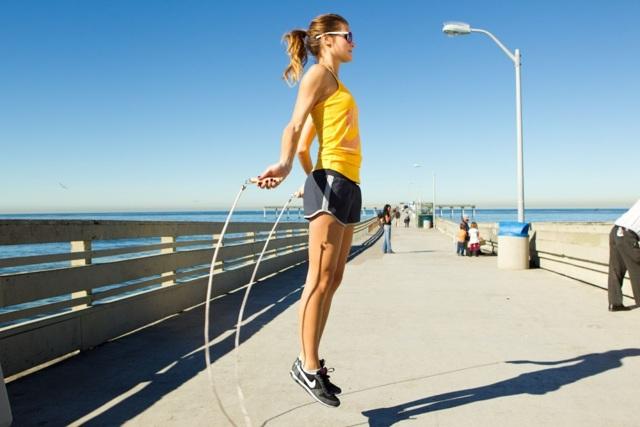 Помогут ли упражнения со скакалкой для похудения живота и боков