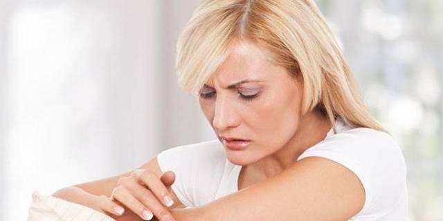Потница на животе: причины, лечение, осложнения и профилактика