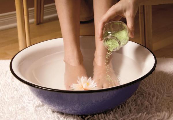 Как избавиться от запаха ног народными средствами в домашних условиях