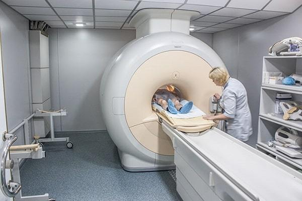 Новообразования в подвздошной области: возможные причины, симптомы, лечение и фото