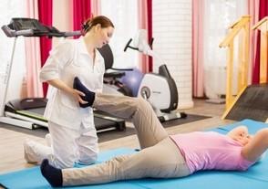 ЛФК, гимнастика и зарядка после операции по удалению грыжи на позвоночнике поясничного отдела: комплекс упражнений