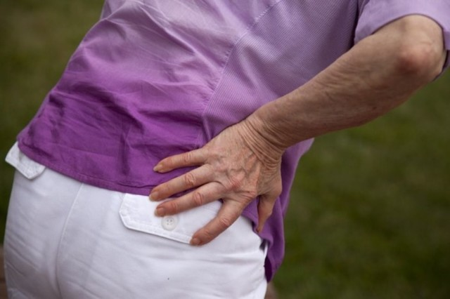 Остеопороз бедра: причины, симптомы и лечение