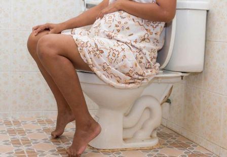 Понос и боли в животе при беременности: причины, тревожные признаки и лечение