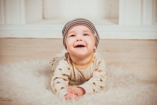 Опрелости на шее у грудничка: причины покраснения и раздражения, как выглядит потница у ребенка и чем лечить опрелости у новорожденных
