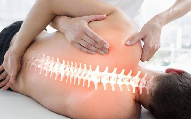Мануальная терапия позвоночника: цена сеанса, отзывы, техника лечения, противопоказания