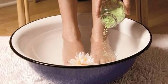 Как избавиться от неприятного запаха ног и пота