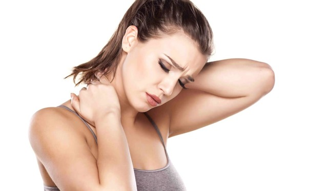 Продуло шею: как лечить в домашних условиях, что делать, если больно повернуть голову, чем мазать