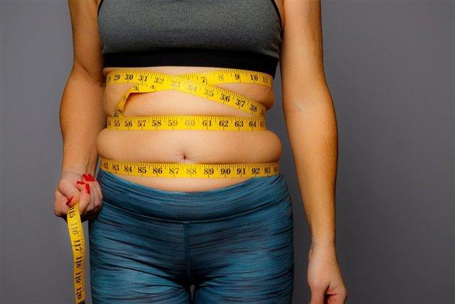 Как убрать складки на животе: способы и профилактические меры