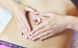 Опрелости под животом у женщин: причины, стадии развития, лечение и профилактика