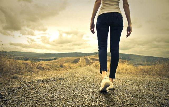 Боль в бедренном суставе при ходьбе: причины, диагностика и методы лечения