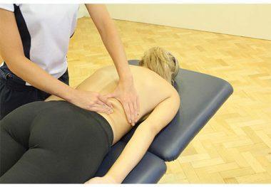 Массаж спины при остеохондрозе и хондрозе: медовый, точечный, самомассаж, баночный, вакуумный