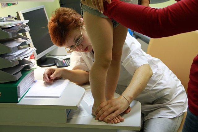 Варусная деформация шейки бедра у взрослых и детей: причины, диагностика, лечение и последствия