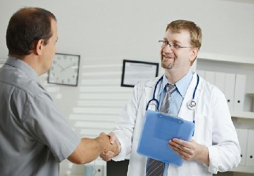 Липома мягких тканей бедра: причины, симптомы, лечение и фото