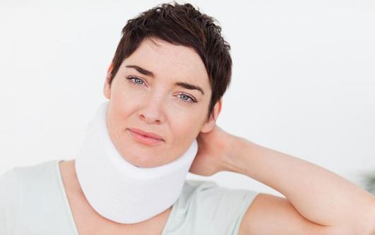 Потянул шею: что делать, лечение растяжения мышц и связок, мазь, массаж
