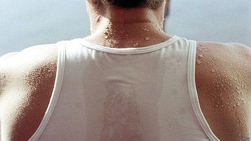 Что делать, если сильно потеет спина и какие причины гипергидроза в жару, при ходьбе и во время сна