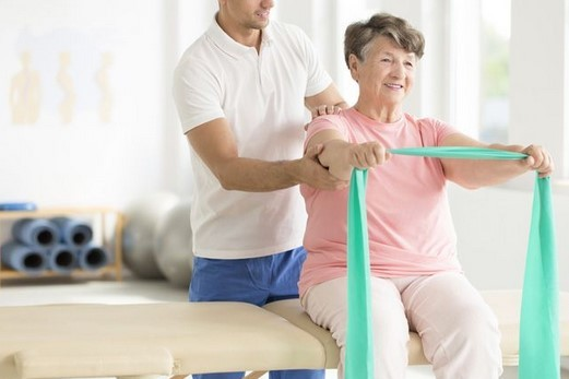 Что делать при болях в спине: к какому врачу обращаться, как избавиться от боли, чем лечить