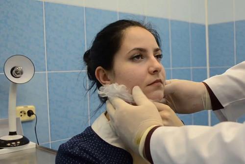 Ком в горле при неврозе: симптомы, причины, диагностика