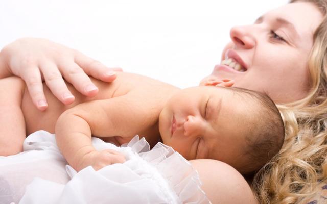 Кровь из пупка у новорожденных: причины, лечение и профилактика