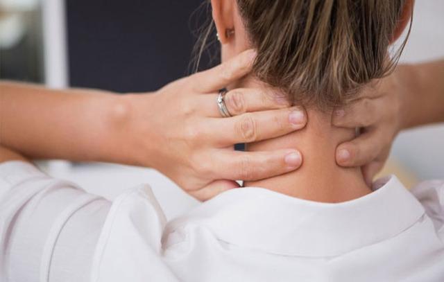 Расширение внутренней яремной вены справа или слева: причины набухания шейных вен, симптомы дилатации