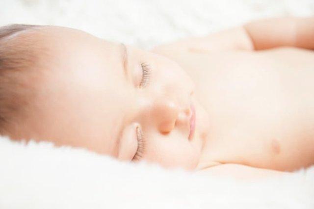 Причины увеличения и нагрубания молочных желез у новорожденных девочек и мальчиков