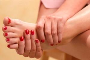 Как выглядит и проявляется грибок на ногах