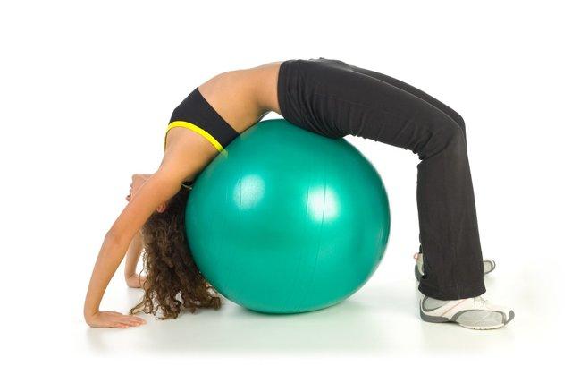 Упражнения для укрепления мышц спины и позвоночника в домашних условиях для женщин и мужчин
