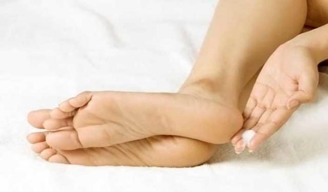 Как очистить пятки от огрубевшей кожи в домашних условиях быстро и эффективно