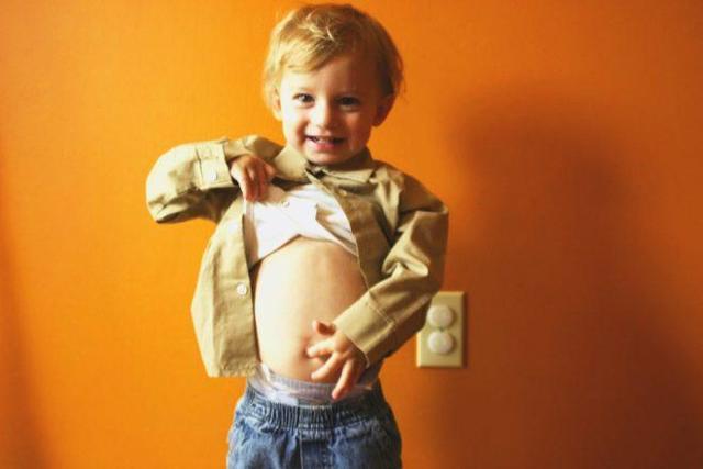 Ковыряние детей в пупке: причины, последствия и способы борьбы
