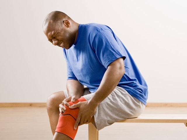 Чем и как лечить боли в коленных суставах в пожилом возрасте
