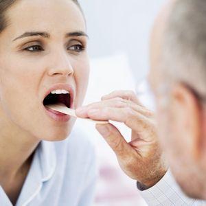 Что делать, если заложен нос, болит голова и горло, а температуры нет