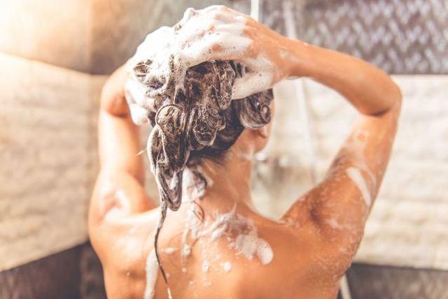 Как часто нужно мыть голову женщине и мужчине: сколько раз в неделю, что будет, если не мыть голову, вредно ли мыть голову каждый день, как ее мыть реже