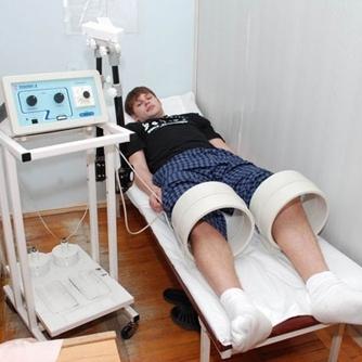 Академик Неумывакин: лечение суставов в коленках перекисью водорода и содой