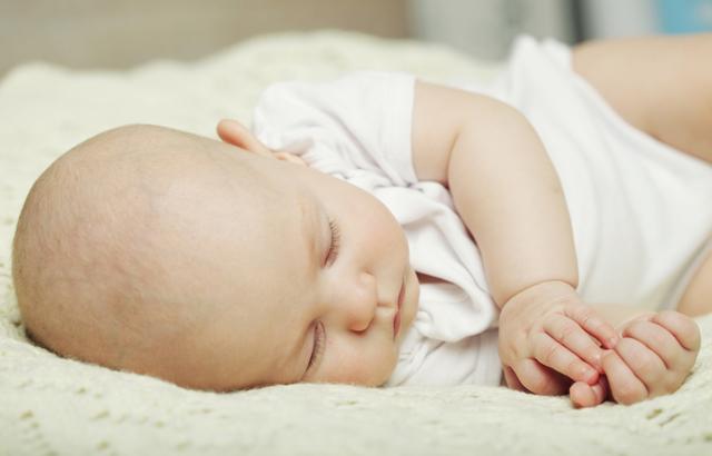Пульсирует родничок: должен ли пульсировать родничок у новорожденного ребенка, нормально ли это для младенца, какие могут быть причины пульсации