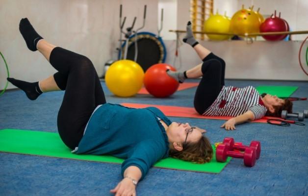 Упражнения при болях в коленном суставе: лечение с помощью гимнастики и ЛФК
