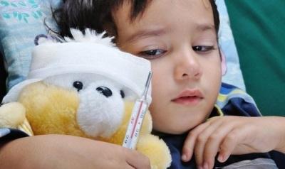 У ребенка болит голова, тошнит, рвет и поднялась температура: возможные причины