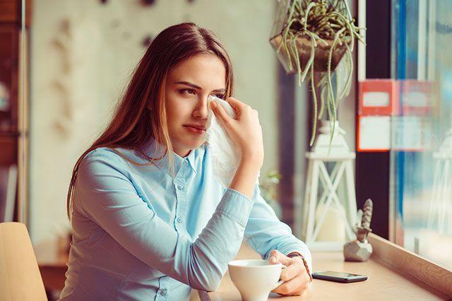 Психосоматика перхоти на голове: ее появление от стресса, на нервной почве и другие психологические причины