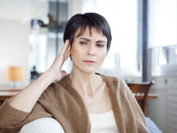 Шум в ушах и головокружение: причины и лечение тошноты и слабости у женщин