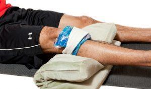 Болит коленная чашечка при сгибании, разгибании и нажатии: причины и лечение
