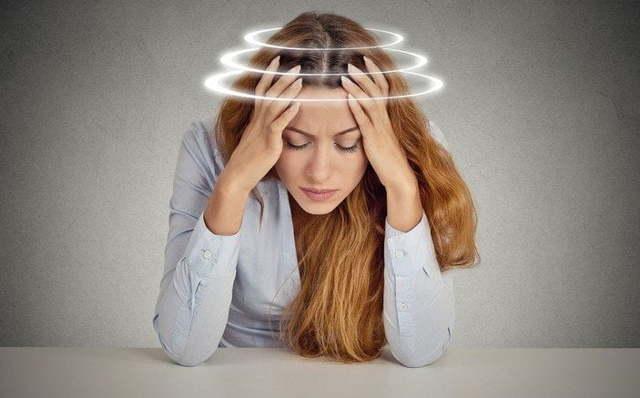 Треск в голове при повороте головы - что это может быть