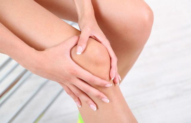 Что делать если колено опухло и плохо сгибается, но не болит