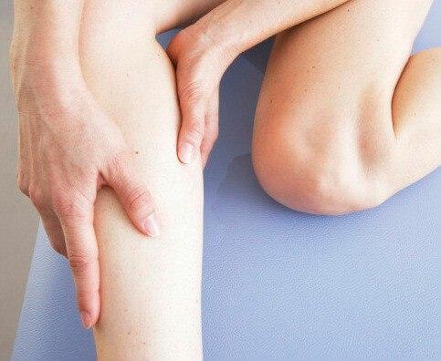 Слабость в коленях: причины, симптомы, диагностика и профилактика
