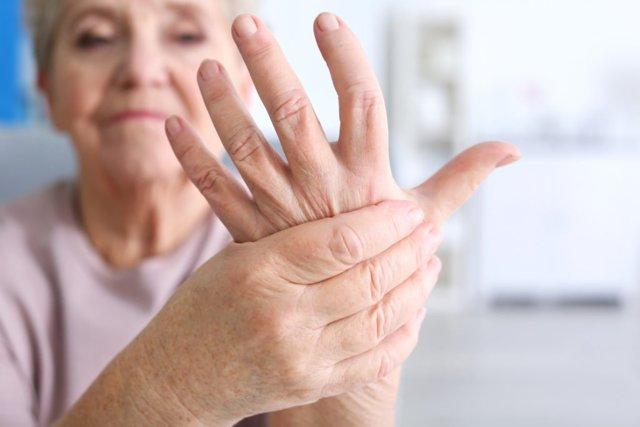 Тремор головы: причины у взрослых, грудничков и пожилых людей, таблетки и методы лечения эссенциального тремора