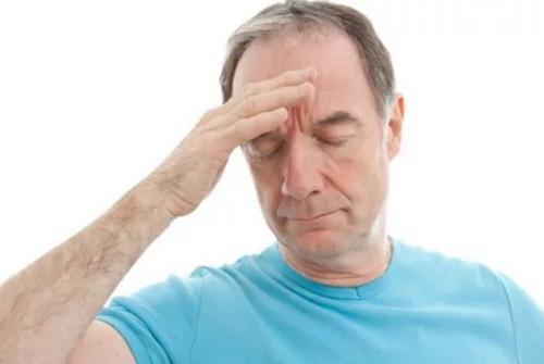 Тяжесть в голове и головокружение: причины появления слабости, что делать