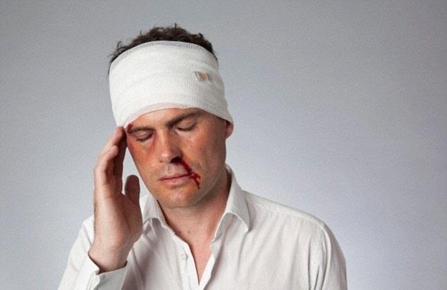 Транспортировка пострадавших с черепно-мозговой травмой в состоянии шока, без сознания или при отсутствии симптомов: алгоритм, правила и принципы транспортной иммобилизации, положение пострадавшего