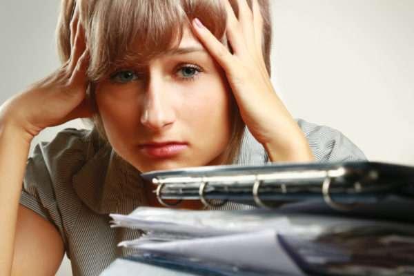 Прыщи на голове в волосах у женщин и мужчин: причины и лечение, психосоматика сыпи